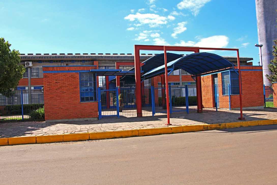 7f9d5923dd A Escola Municipal de Ensino Fundamental Alexandre Bacchi surgiu a partir  de um projeto do Governo Estadual que pretendia construir escolas para as  crianças ...